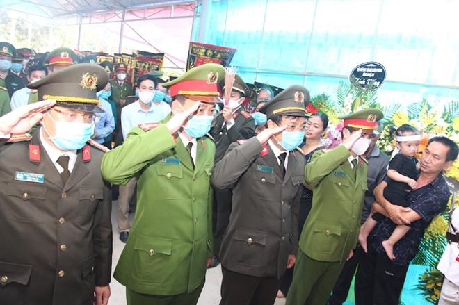 Người thân, đồng đội nghẹn ngào tiễn biệt Đại uý Sầm Quốc Nghĩa - Ảnh minh hoạ 11