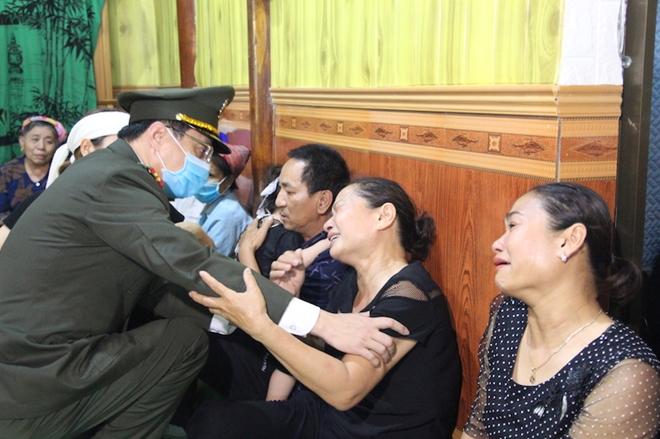 Người thân, đồng đội nghẹn ngào tiễn biệt Đại uý Sầm Quốc Nghĩa - Ảnh minh hoạ 7