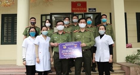 Cao đẳng ANND I ủng hộ hơn 30 triệu đồng cho cán bộ tuyến đầu phòng, chống dịch