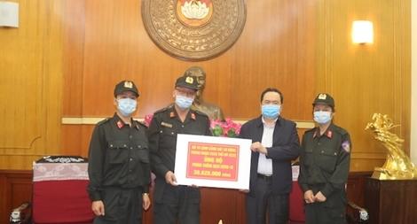 Trung đoàn CSCĐ Bắc Trung Bộ tặng thiết bị y tế trị giá 100 triệu đồng