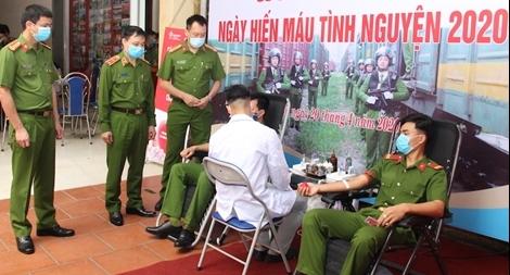 Hơn 620 CBCS Bộ Tư lệnh Cảnh sát cơ động tham gia hiến máu