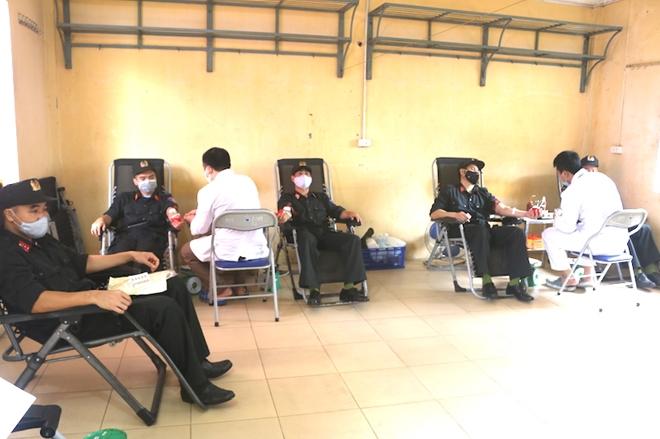 Hơn 620 CBCS Bộ Tư lệnh Cảnh sát cơ động tham gia hiến máu - Ảnh minh hoạ 4