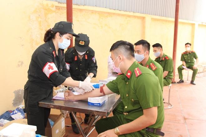 Hơn 620 CBCS Bộ Tư lệnh Cảnh sát cơ động tham gia hiến máu - Ảnh minh hoạ 2