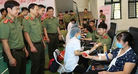 250 CBCS và học viên Cao đẳng ANND I tham gia hiến máu