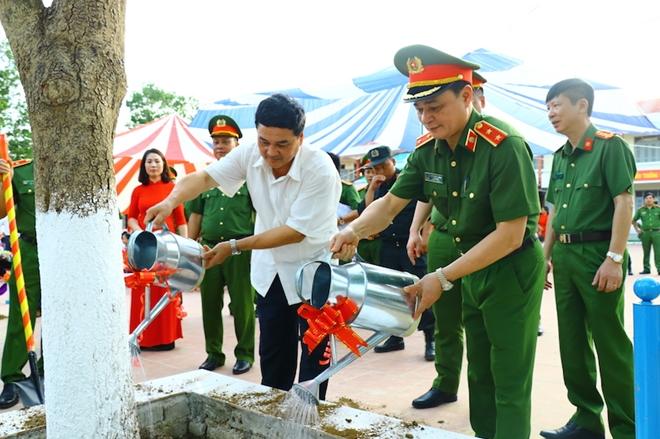 Bộ Tư lệnh CSCĐ tặng Điện Biên nhà bán trú, thư viện thân thiện - Ảnh minh hoạ 9