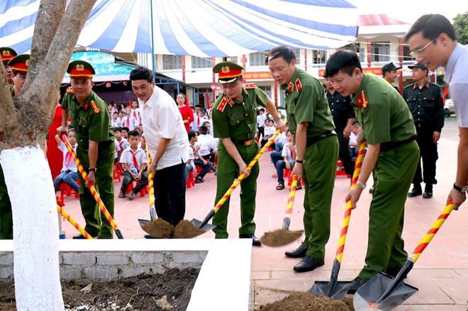 Bộ Tư lệnh CSCĐ tặng Điện Biên nhà bán trú, thư viện thân thiện - Ảnh minh hoạ 8