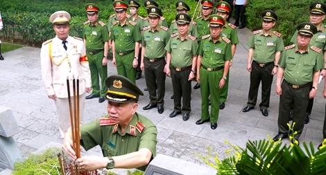 Đảng ủy Công an Trung ương, Bộ Công an dâng hương tưởng niệm Chủ tịch Hồ Chí Minh