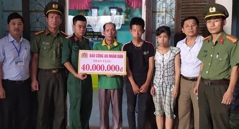 Báo CAND trao tặng 40 triệu đồng cho gia đình có hoàn cảnh khó khăn tại Nghệ An