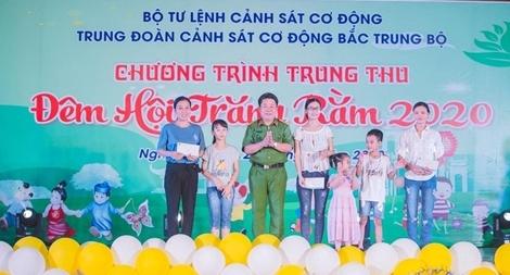 """Trung đoàn CSCĐ Bắc Trung Bộ tổ chức """"Đêm hội trăng rằm"""""""