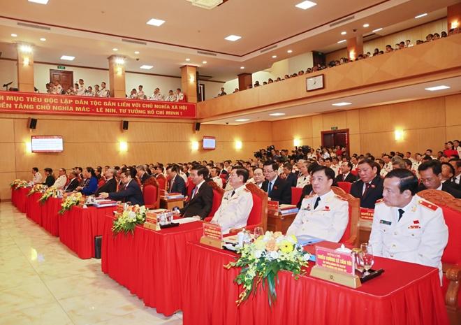 Các đồng chí lãnh đạo, đại biểu dự đại hội.
