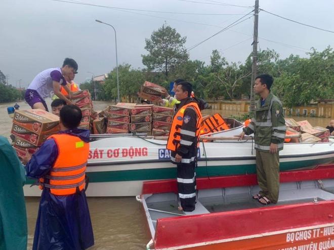 Trung đoàn CSCĐ Trung Bộ giúp người dân phòng chống lũ lụt - Ảnh minh hoạ 8