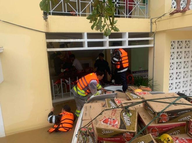 Trung đoàn CSCĐ Trung Bộ giúp người dân phòng chống lũ lụt - Ảnh minh hoạ 7