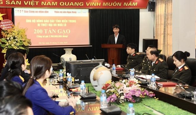 Báo CAND tiếp nhận 200 tấn gạo ủng hộ đồng bào miền Trung - Ảnh minh hoạ 4