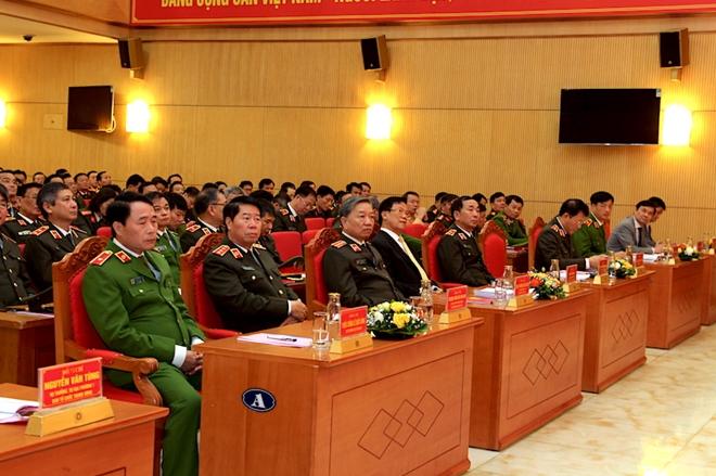 Đưa Nghị quyết Đại hội Đảng vào thực tiễn công tác, chiến đấu của Công an đơn vị, địa phương - Ảnh minh hoạ 2