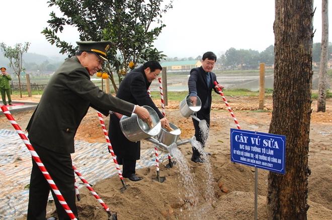 Bộ trưởng Tô Lâm dự Lễ khánh thành trụ sở Công an xã biên giới Nghệ An - Ảnh minh hoạ 7