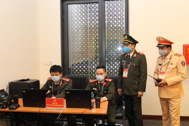 Những cán bộ chiến sỹ lặng thầm bảo đảm thông tin liên lạc tại Đại hội Đảng XIII - Ảnh minh hoạ 4