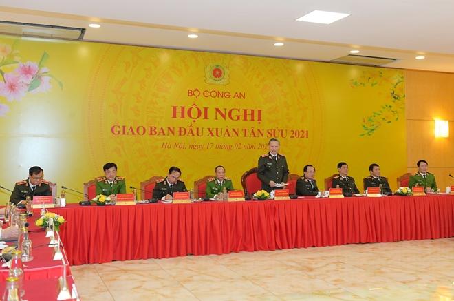 Lực lượng CAND bảo đảm an ninh, an toàn cho nhân dân vui Tết, đón Xuân - Ảnh minh hoạ 2