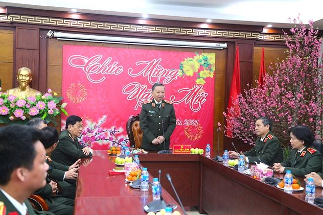 Bộ trưởng Tô Lâm kiểm tra công tác ứng trực tại Cục Hậu cần, Cục Kế hoạch và tài chính - Ảnh minh hoạ 3