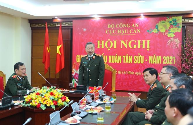Bộ trưởng Tô Lâm kiểm tra công tác ứng trực tại Cục Hậu cần, Cục Kế hoạch và tài chính