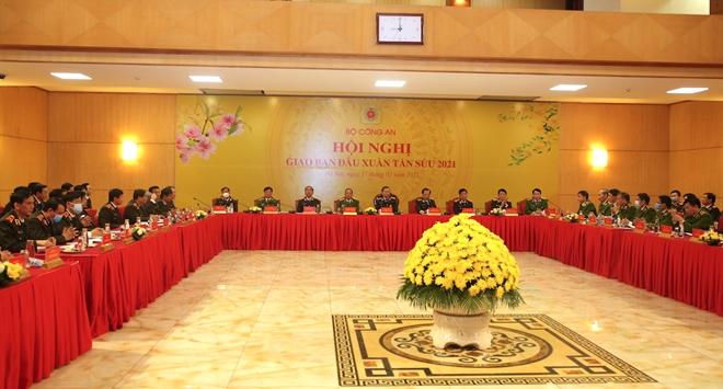 Lực lượng CAND bảo đảm an ninh, an toàn cho nhân dân vui Tết, đón Xuân - Ảnh minh hoạ 7