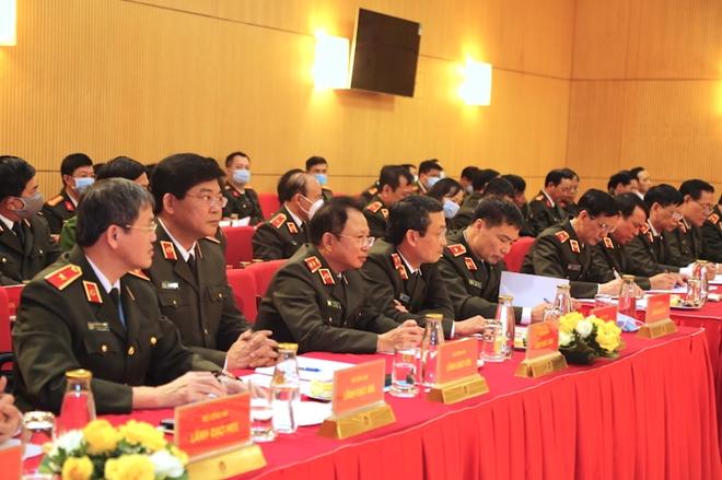 Lực lượng CAND bảo đảm an ninh, an toàn cho nhân dân vui Tết, đón Xuân - Ảnh minh hoạ 5