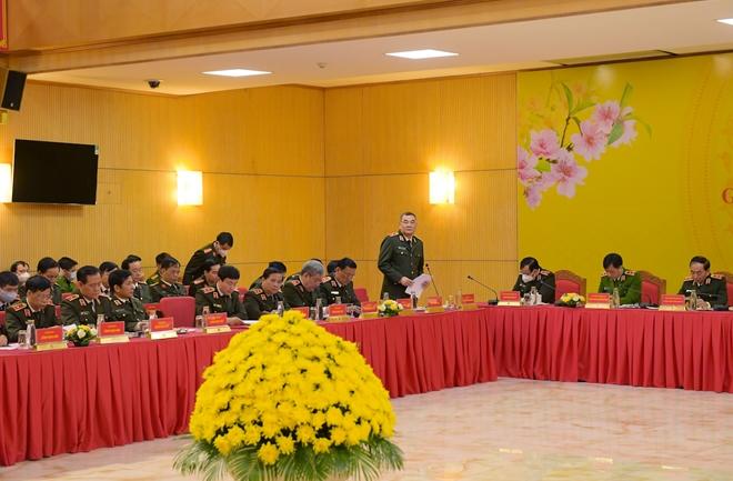 Lực lượng CAND bảo đảm an ninh, an toàn cho nhân dân vui Tết, đón Xuân - Ảnh minh hoạ 4