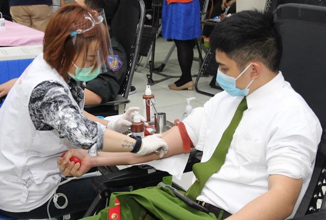 Tư lệnh Cảnh sát cơ động hiến máu và phát động CBCS tham gia - Ảnh minh hoạ 9