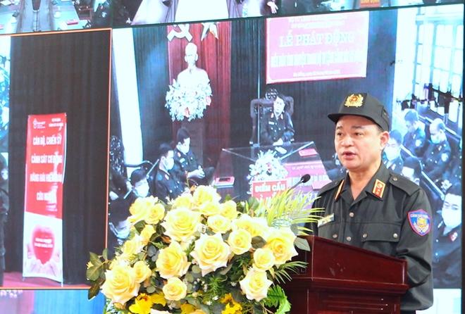 Tư lệnh Cảnh sát cơ động hiến máu và phát động CBCS tham gia