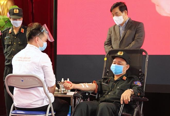 Tư lệnh Cảnh sát cơ động hiến máu và phát động CBCS tham gia - Ảnh minh hoạ 3