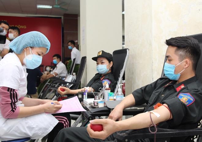 Tư lệnh Cảnh sát cơ động hiến máu và phát động CBCS tham gia - Ảnh minh hoạ 8
