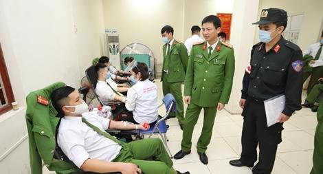 Tiểu đoàn Cảnh sát bảo vệ hàng đặc biệt hiến máu tình nguyện năm 2021