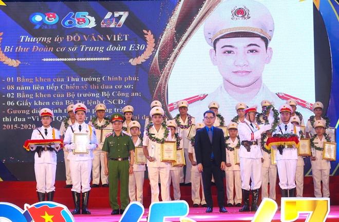 Tuổi trẻ Cảnh sát cơ động đón nhận Huân chương Bảo vệ Tổ quốc hạng Nhì - Ảnh minh hoạ 8