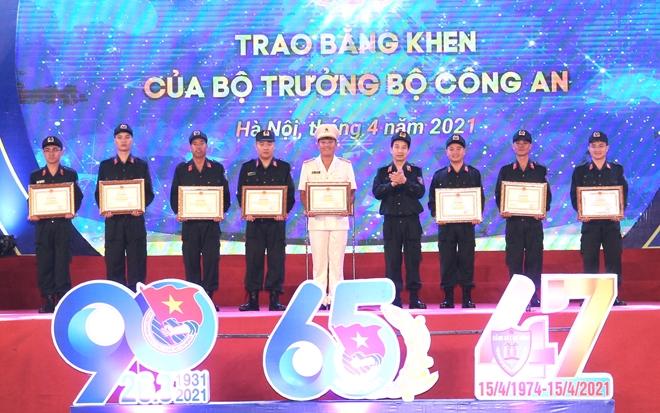 Tuổi trẻ Cảnh sát cơ động đón nhận Huân chương Bảo vệ Tổ quốc hạng Nhì - Ảnh minh hoạ 7