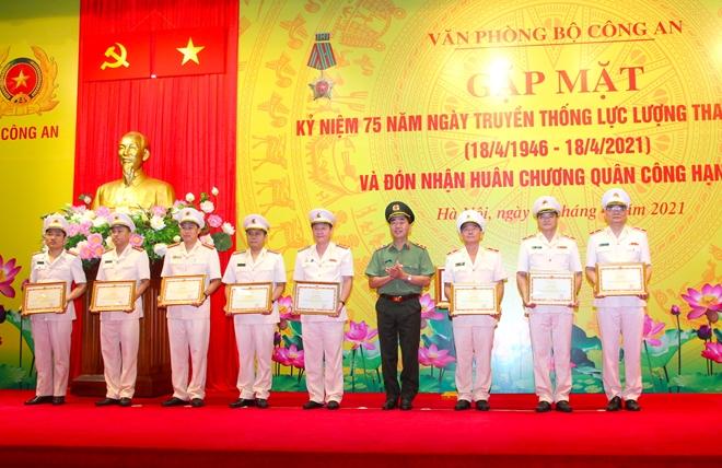 Văn phòng Bộ Công an vinh dự đón nhận Huân chương Quân công hạng Ba - Ảnh minh hoạ 9