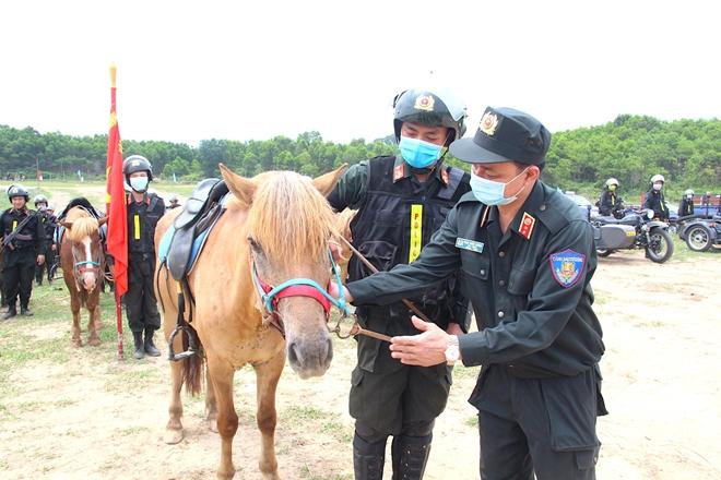 Lực lượng kỵ binh, chó nghiệp vụ sẵn sàng các phương án bảo vệ bầu cử