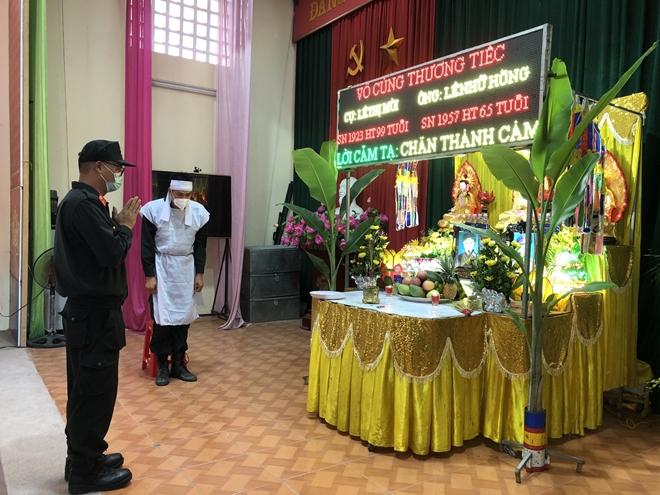 Cán bộ CSCĐ nghẹn ngào chịu tang bố và bà nội nơi tâm dịch Bắc Giang - Ảnh minh hoạ 2