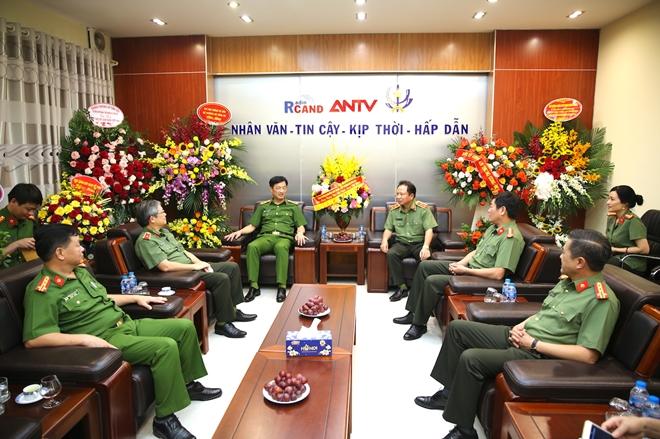 Thứ trưởng Nguyễn Duy Ngọc chúc mừng Cục Truyền thông CAND nhân dịp 21/6 - Ảnh minh hoạ 2