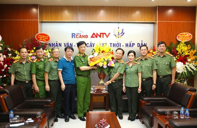 Thứ trưởng Nguyễn Duy Ngọc chúc mừng Cục Truyền thông CAND nhân dịp 21/6 - Ảnh minh hoạ 3