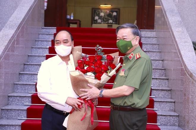 Chủ tịch nước Nguyễn Xuân Phúc dự Hội nghị sơ kết công tác Công an 6 tháng đầu năm 2021