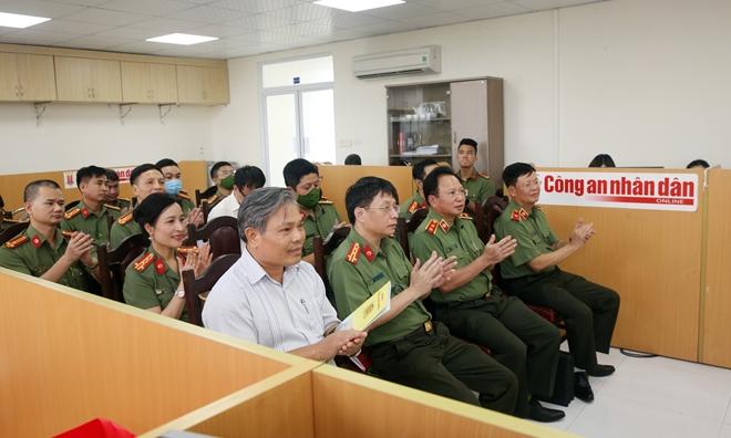 Thứ trưởng Nguyễn Văn Sơn thăm, kiểm tra trụ sở mới của Báo CAND tại số 2 Đinh Lễ - Ảnh minh hoạ 3