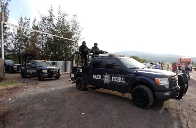 Cảnh sát Mexico đã tra tấn bằng cách nướng tinh hoàn của nghi phạm ma túy, xử bắn tại chỗ mà không đưa về xét xử, rồi sắp xếp xác họ và đặt súng bên xác chết để phù hợp với báo cáo đã những cái chết này là do một cuộc đấu súng.