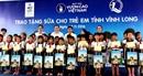 Quỹ sữa Vươn cao Việt Nam và Vinamilk trao tặng 130.000 ly sữa cho trẻ em tại Vĩnh Long