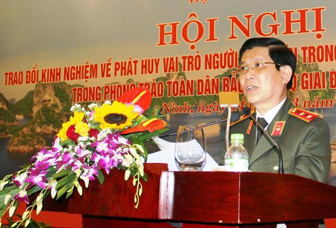 Người có uy tín vùng Đông Bắc tích cực tham gia phong trào toàn dân bảo vệ ANTQ