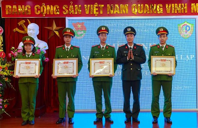 Khen thưởng 16 đoàn viên thanh niên Cục Cảnh sát PCCC và CNCH