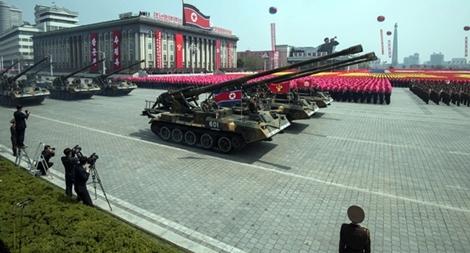 CHDCND Triều Tiên duyệt binh phá thế bí?
