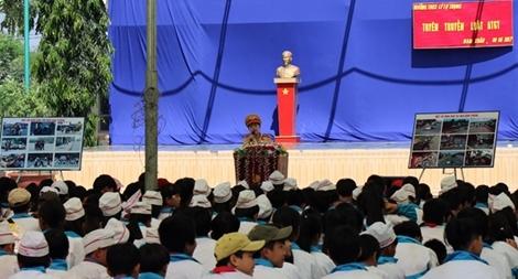 CSGT Công an Đắk Nông tuyên truyền luật giao thông