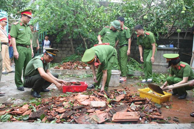 Lực lượng CAND giúp dân khắc phục hậu quả cơn bão số 2 - Ảnh minh hoạ 4