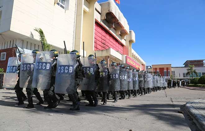 Diễn tập xử lý tình huống gây rối, gây bạo loạn, đánh bắt khủng bố - Ảnh minh hoạ 6