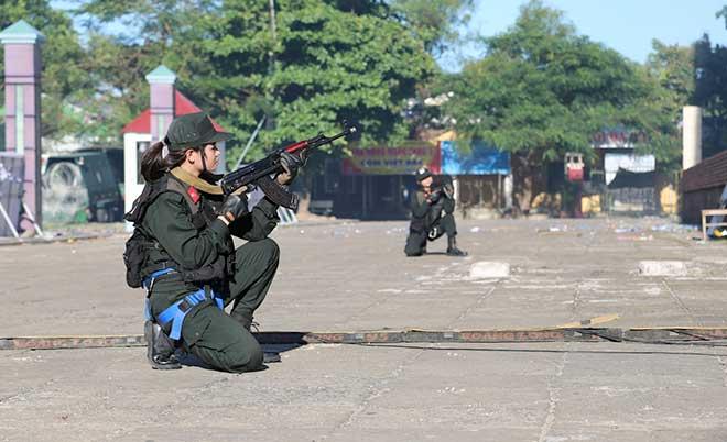 Diễn tập xử lý tình huống gây rối, gây bạo loạn, đánh bắt khủng bố - Ảnh minh hoạ 12
