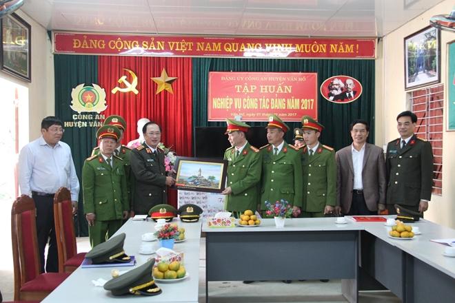 Đoàn công tác liên ngành Bộ Công an, Bộ Y tế, Bộ Lao động thương binh- xã hội làm việc tại tỉnh Sơn La - Ảnh minh hoạ 4